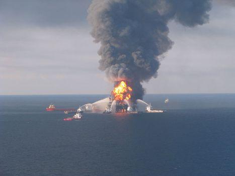 800px-Deepwater_Horizon_fire_2010-04-21