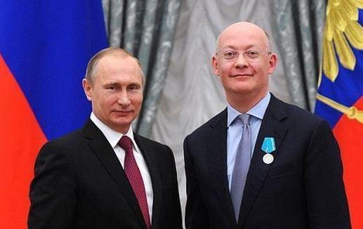 Vladimir-Putin-and-Ian-Blatchford
