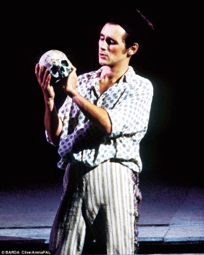 31D1D3E700000578-3476643-In_1989_I_saw_Mark_Rylance_playing_Hamlet_for_the_Royal_Shakespe